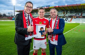 Polizeisportlerin Nina Burger für 100. Länderspiel geehrt