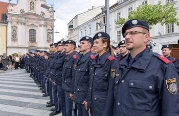 185 Grenzpolizistinnen und -polizisten feiern Ausbildungsabschluss