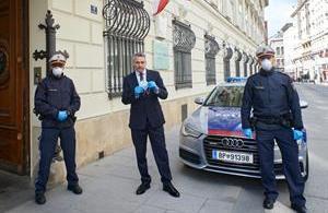 Seit 1. April tragen Polizistinnen und Polizisten Schutzmasken